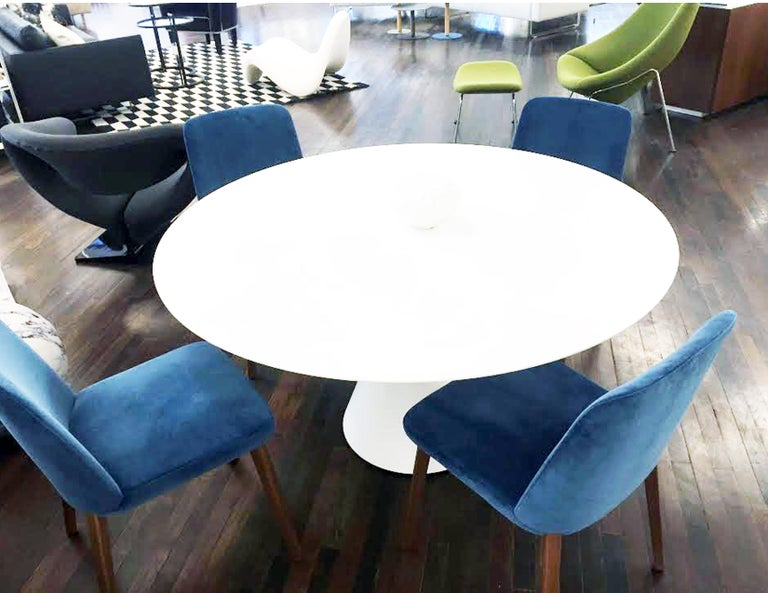 Montis Set of Four Blue Velvet Back Me Up Side Chairs In Excellent Condition For Sale In New York, NY