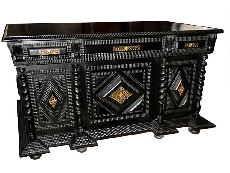 Monumental 19th Century Portuguese Desk and Table in Ebonized Brazilian Rosewood In Good Condition For Sale In Coimbra, PT