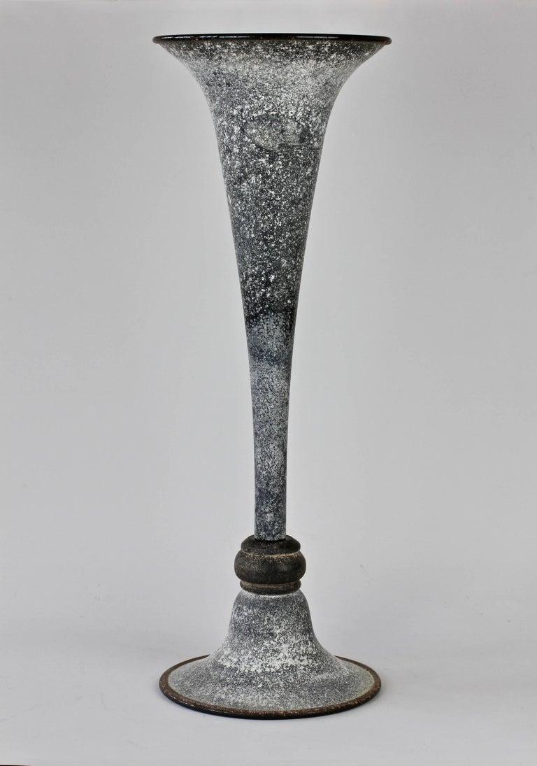 Monumental Vittorio Rigattieri for Seguso Black 'A Scavo' Murano Glass Vase In Excellent Condition For Sale In Landau an der Isar, Bayern