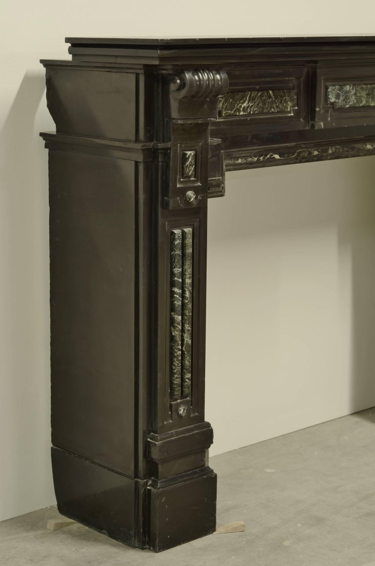 Monumental Dutch Black Marble Fireplace Mantel with Green Details In Excellent Condition For Sale In Haarlem, Noord-Holland