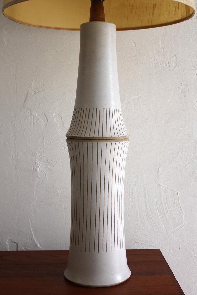 Monumental Gordon & Jane Martz Studio Tall Ceramic Table Lamp In Excellent Condition For Sale In San Diego, CA