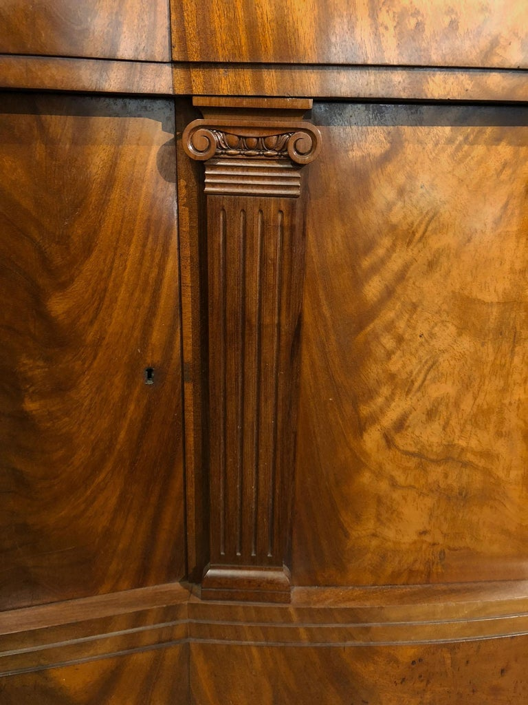 Monumental Light Mahogany Bow Front Sideboard, 20th Century For Sale 1