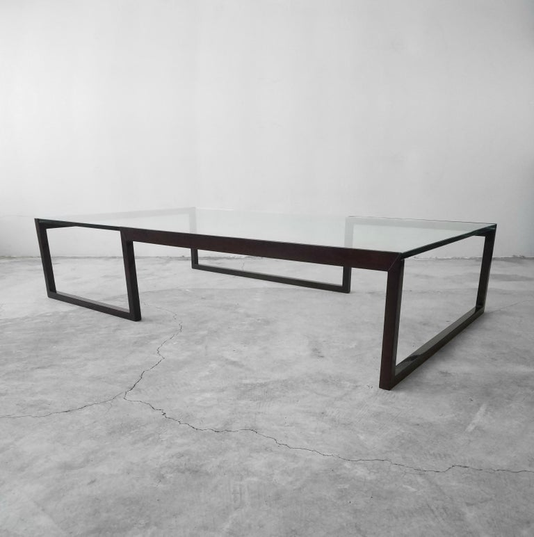 Monumental Minimalist Modern Glass Coffee Table In Excellent Condition For Sale In Las Vegas, NV