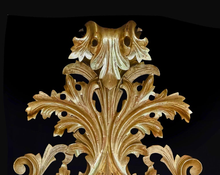 Monumental Pair of 19th Century Oval Florentine Carved Giltwood Mirrors In Good Condition For Sale In Benington, Herts