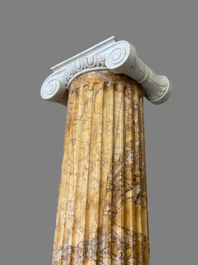 Monumental Pair of Italian Neoclassical Doric Marble Columns For Sale 2
