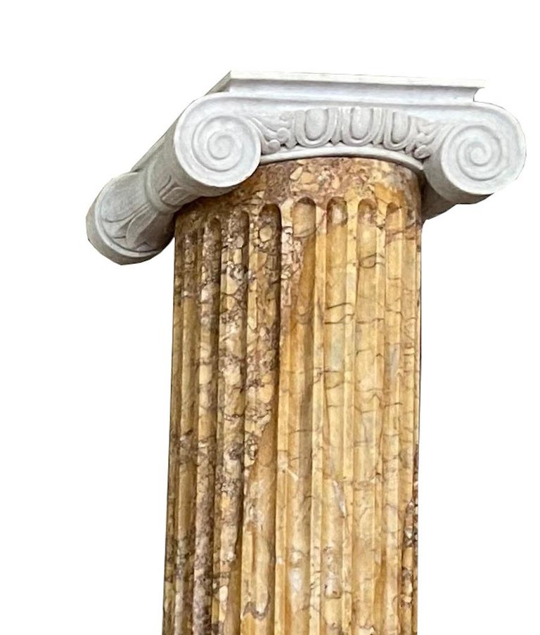 Monumental Pair of Italian Neoclassical Doric Marble Columns For Sale 3