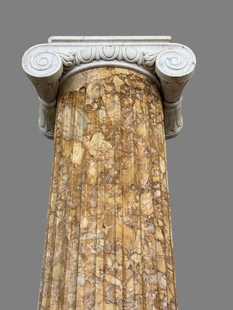 Monumental Pair of Italian Neoclassical Doric Marble Columns For Sale 4