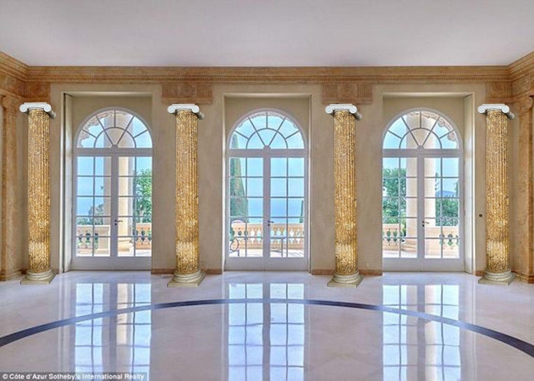 Monumental Pair of Italian Neoclassical Doric Marble Columns For Sale 5