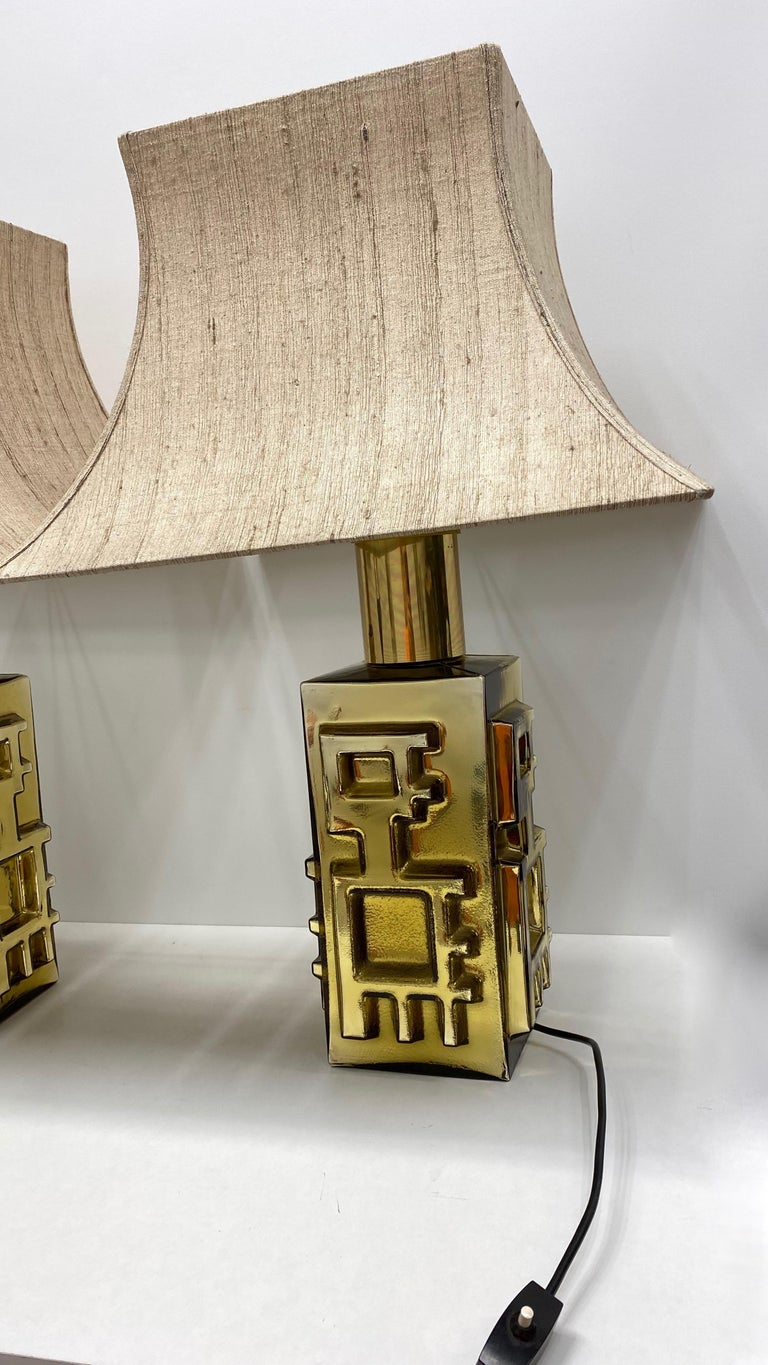 Monumental Pair of Table Lamps Gold Colored Glass Pagoda Shades Vintage, Italy 4