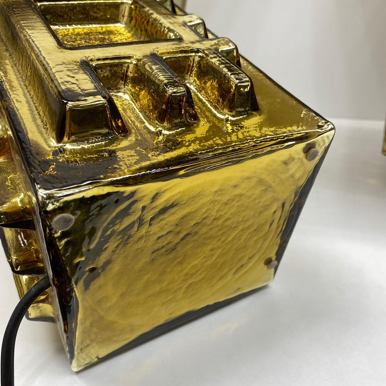 Monumental Pair of Table Lamps Gold Colored Glass Pagoda Shades Vintage, Italy 6