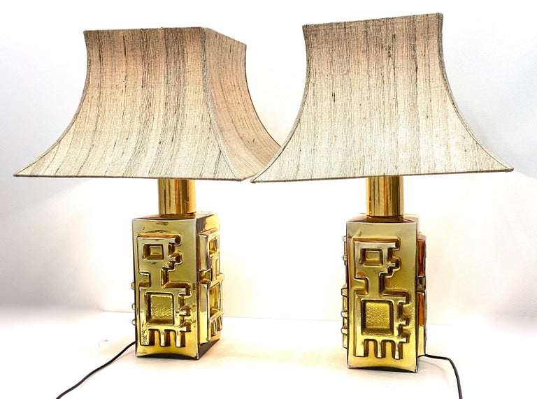 Beautiful pair of large monumental table lamps or side table lamps. Made of glass and brass, in the style of Vetro di Murano, Italy. Each light requires one European E27 / 110 Volt Edison bulb, up to 60 watts. They come without the original shades,
