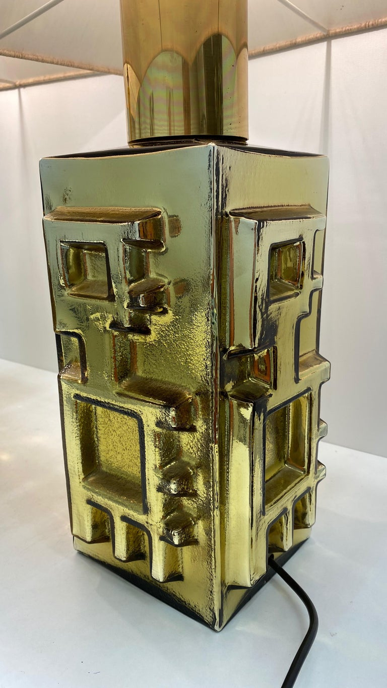 Metal Monumental Pair of Table Lamps Gold Colored Glass Pagoda Shades Vintage, Italy