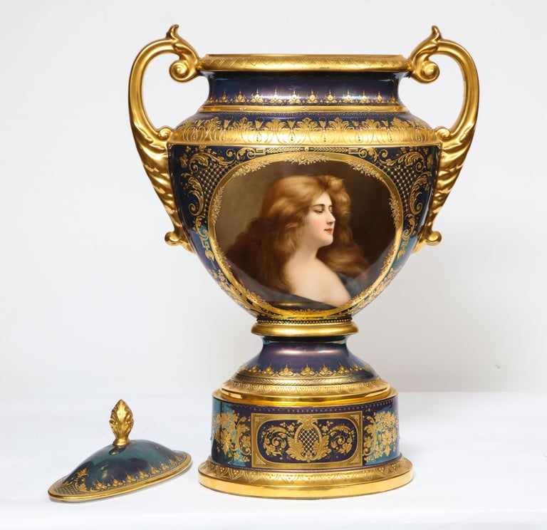 Monumental Royal Vienna Iridescent Porcelain Portrait Vase and Cover, Wagner For Sale 1