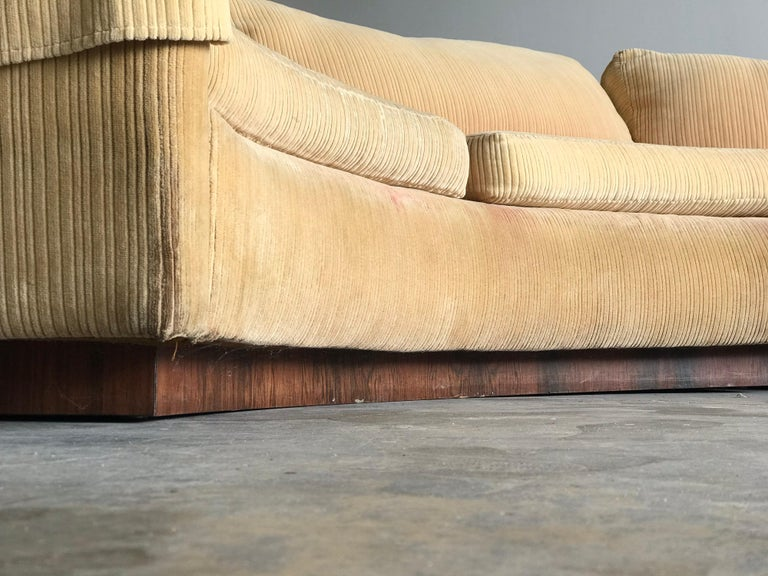 Monumental Semi-Circular Sofa by Milo Baughman for Thayer Coggin, Rosewood Base In Good Condition For Sale In St.Petersburg, FL