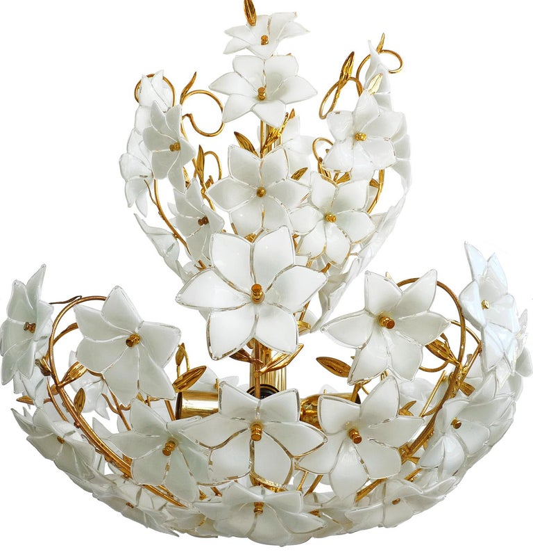 Large 1990s vintage midcentury Italian Murano flower bouquet attributed to Venini. Art-glass with 72 hand blown white and clear glass flowers and gold-plated brass. A few missing leaves. Measures: Diameter 24 in/ 60 cm Height 36 in (chain=3.5