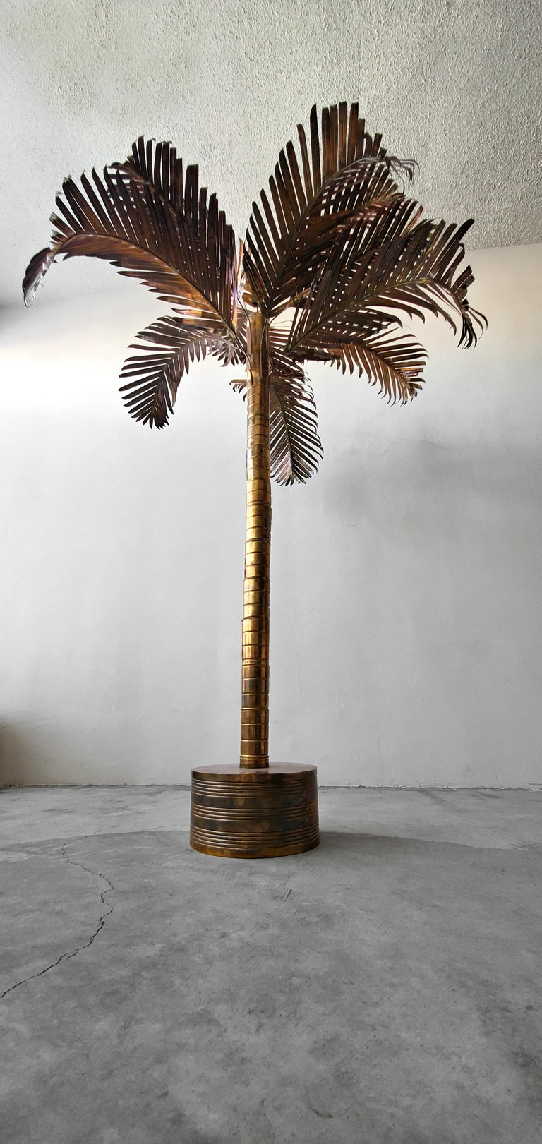 Gorgeous Regency style, vintage brass palm tree. Beautiful, varying degrees of patina, adding contrast and interest. This tree is large, measuring over 8ft, perfect size to be used as a retail fixture or in a home with high ceilings.  Tree is in