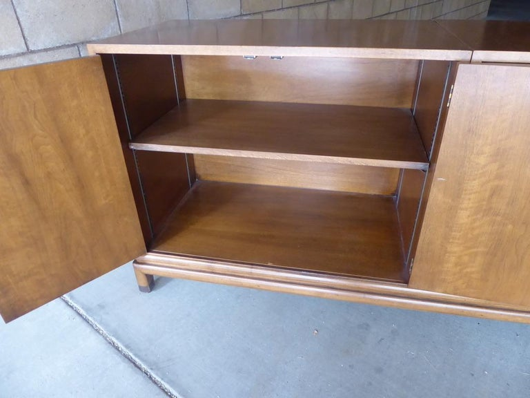 Monumentally Scaled Midcentury Credenza Designed by Renzo Rutili, circa 1960 For Sale 6