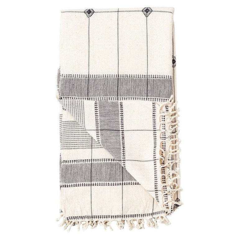 Mool Handloom Queen Size Bedpsread Coverlet Black & White, in Organic Cotton For Sale