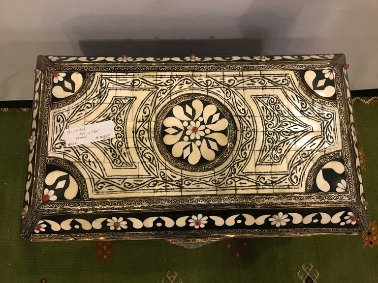 Bring a sense of majesty into your living space with this magnificent Moroccan white bone chest handcrafted from beach wood and inlaid with additional red stones. Boasting a sumptuous 100% leather interior and an exquisitely intricate design