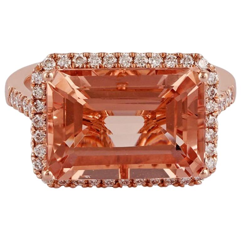 Morganite and Diamond Ring Studded in 18 Karat Rose Gold For Sale