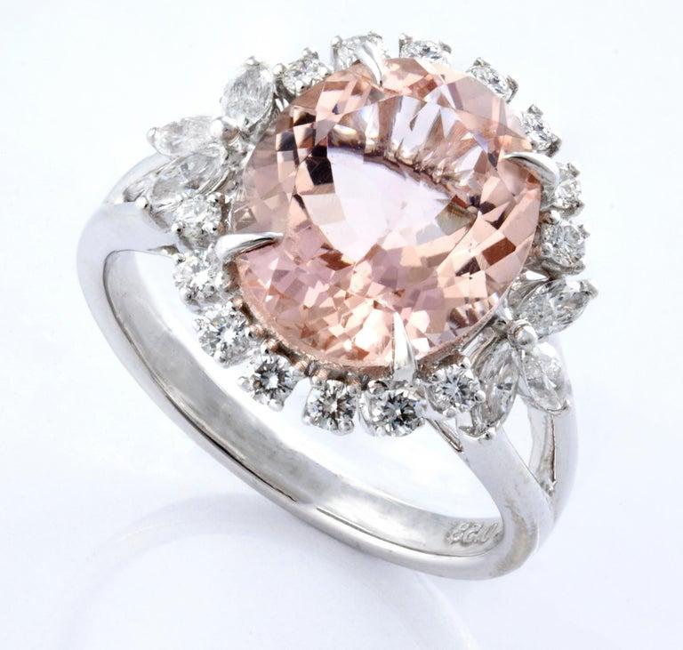 Round Cut Morganite Diamond Fashion Ring Set in 18 Karat White Gold 'VS/G Diamonds' For Sale