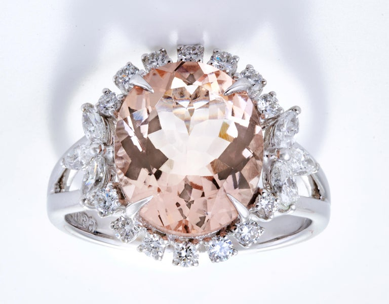 Morganite Diamond Fashion Ring Set in 18 Karat White Gold 'VS/G Diamonds' In New Condition For Sale In Mumbai, IN