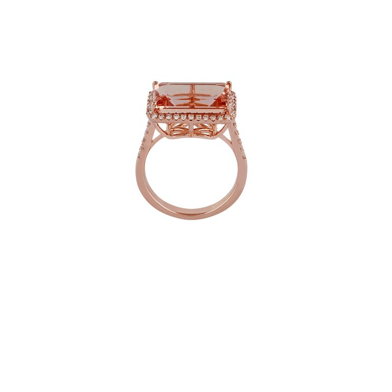 Contemporary Morganite and Diamond Ring Studded in 18 Karat Rose Gold For Sale