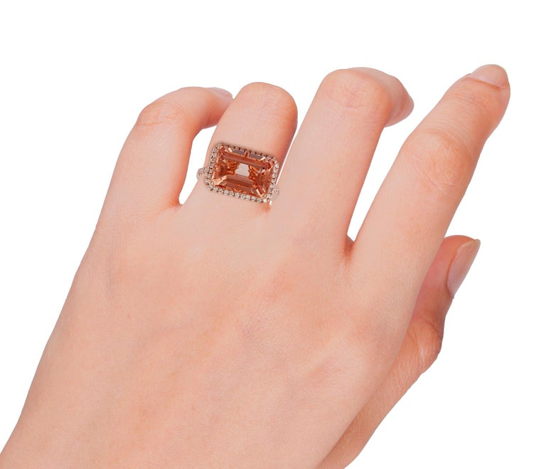 Morganite and Diamond Ring Studded in 18 Karat Rose Gold In New Condition For Sale In Jaipur, Rajasthan