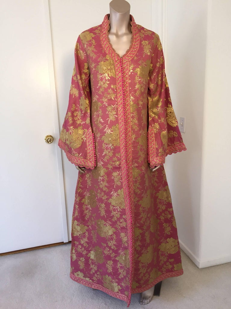 Moroccan Brocade Caftan, African Kaftan Embroidered in Gold and Pink Trim In Excellent Condition For Sale In Los Angeles, CA