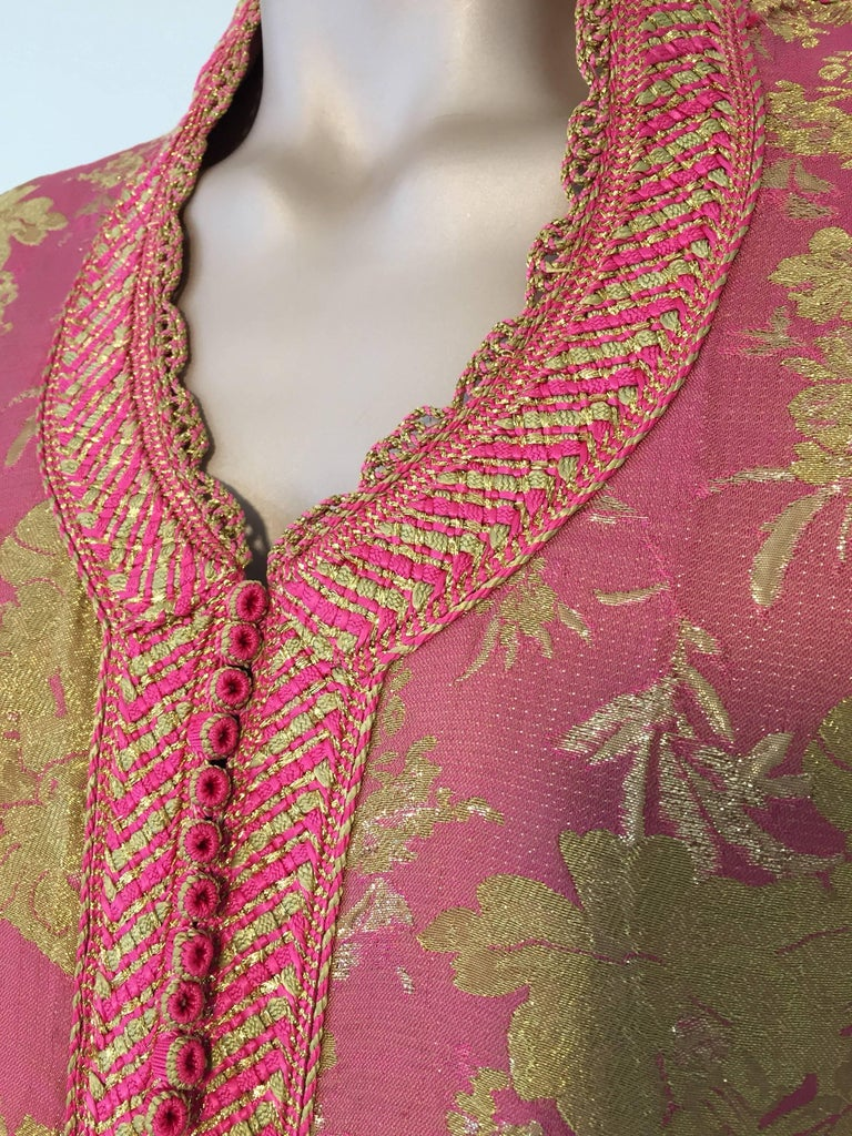Moroccan Brocade Caftan, African Kaftan Embroidered in Gold and Pink Trim For Sale 2