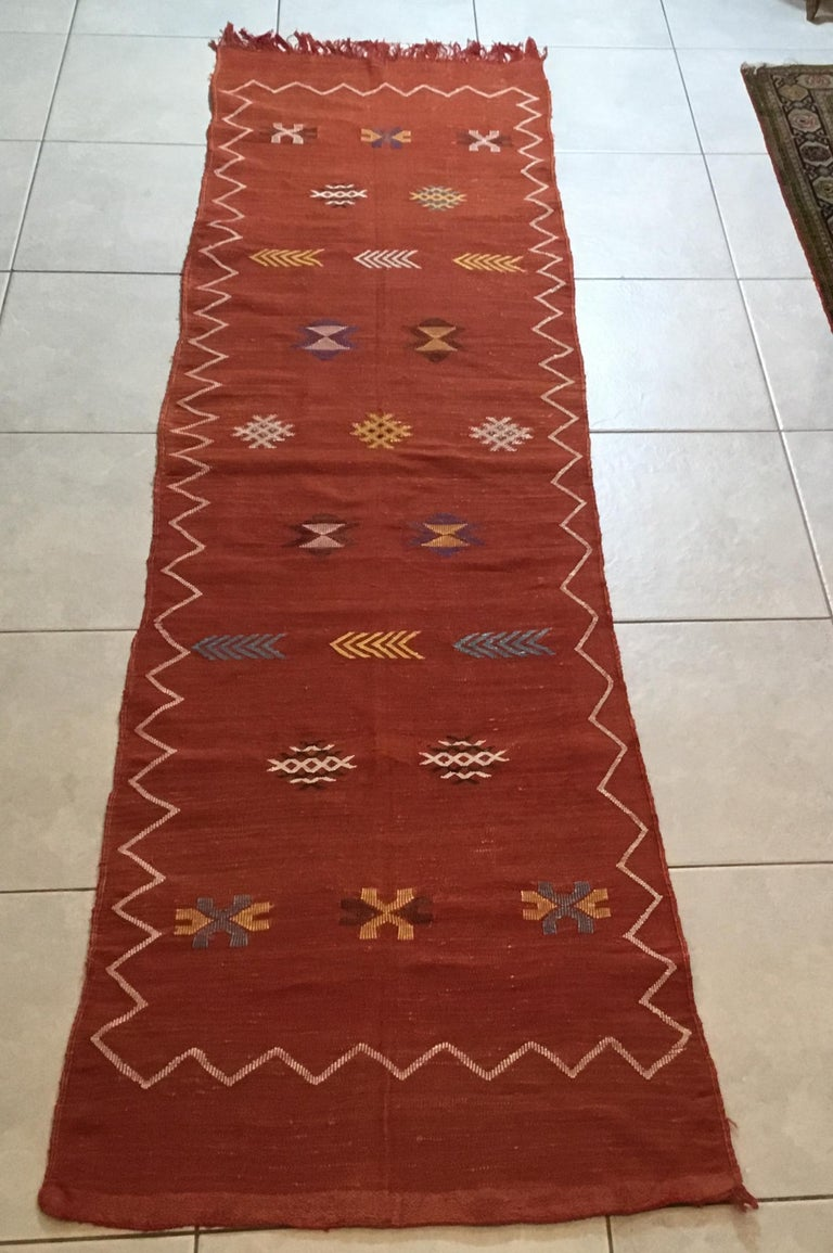 Moroccan Cactus Silk Flat-Weave Kilim Runner In Good Condition For Sale In Delray Beach, FL