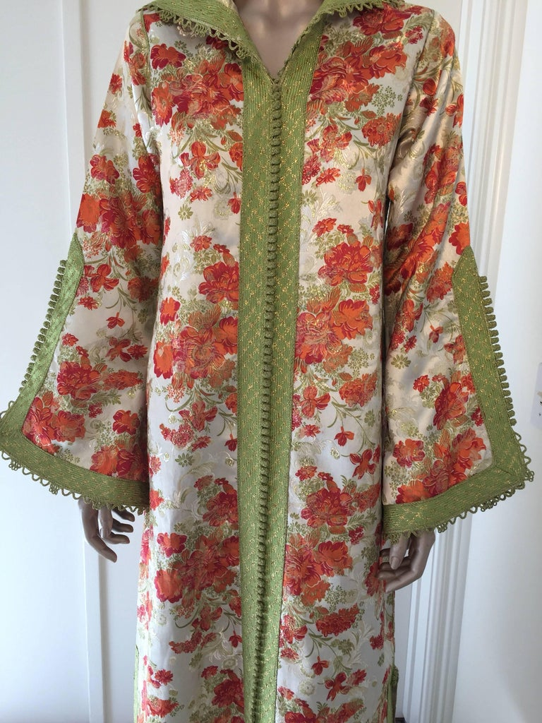 Moroccan Caftan, Hooded Kaftan Embroidered with Green and Gold In Excellent Condition For Sale In Los Angeles, CA