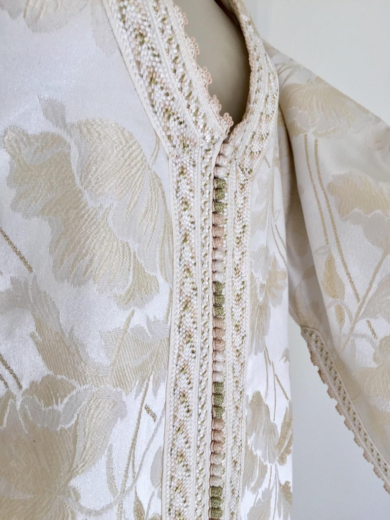 Moroccan Caftan White Ivory and Gold Brocade Kaftan For Sale 5