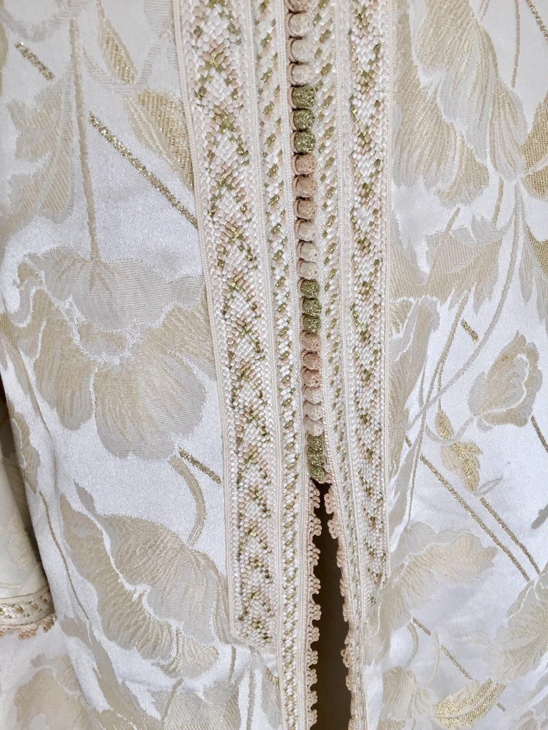 Moroccan Caftan White Ivory and Gold Brocade Kaftan For Sale 10