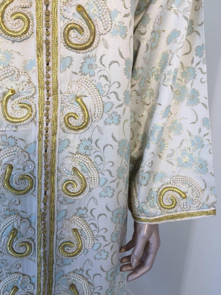 Moroccan Caftan, White Floral Brocade Kaftan Embroidered with Gold Threads For Sale 1