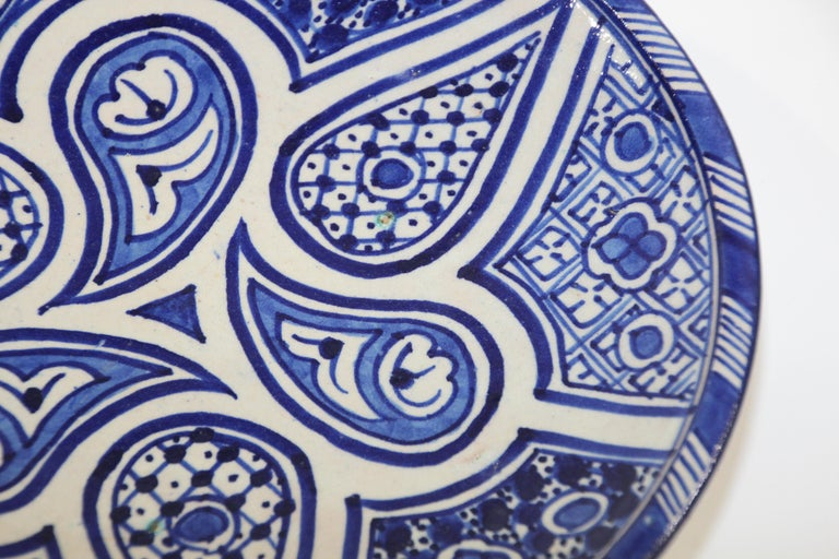 Moroccan Ceramic Plate Blue and White Handcrafted in Fez In Good Condition For Sale In North Hollywood, CA