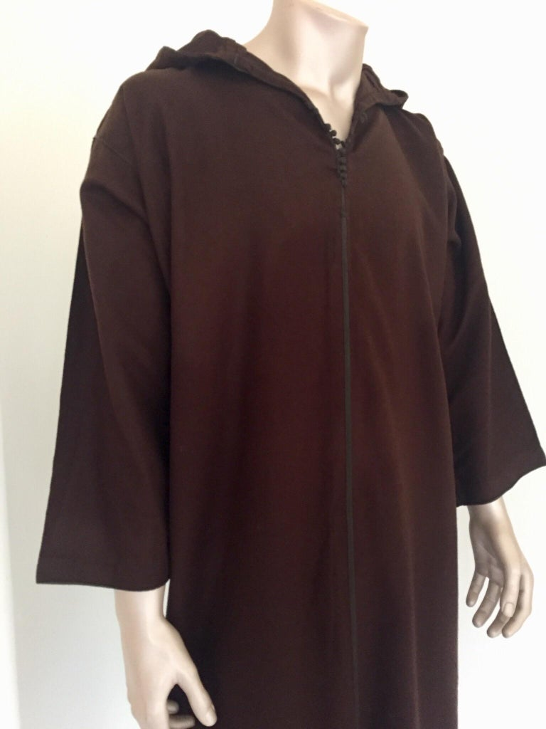 20th Century Moroccan Gentleman Hooded Brown Wool Djellaba For Sale