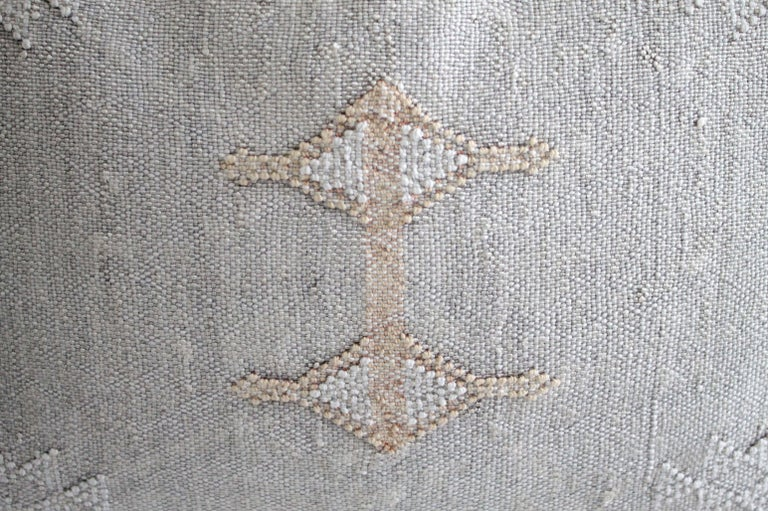 Moroccan Handwoven Cactus Silk Pillow In New Condition For Sale In Brea, CA