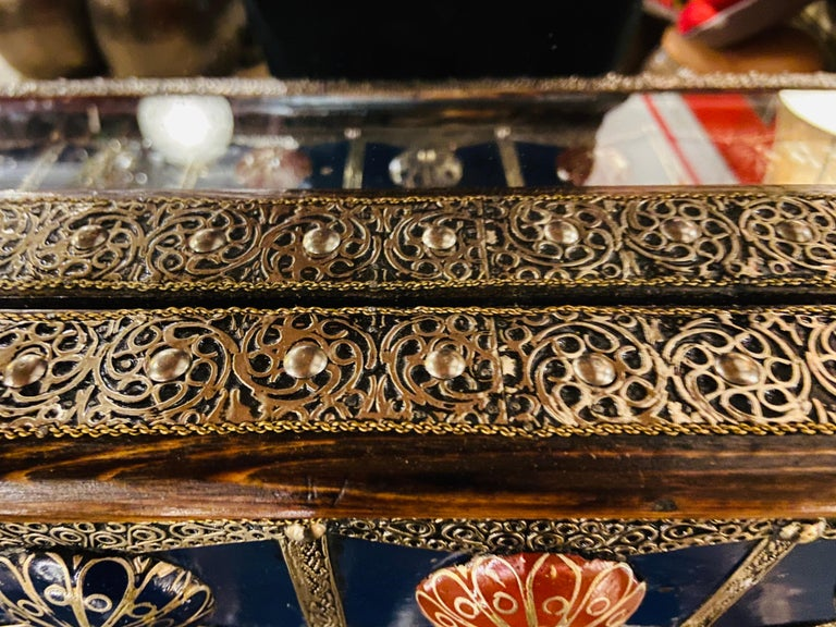 Moroccan Hollywood Regency Style Console & Mirror in Filligree Brass & Stones For Sale 6