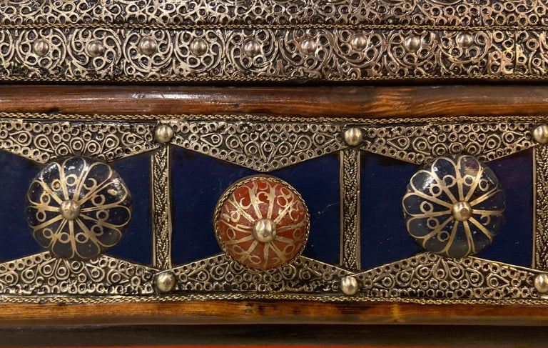 Moroccan Hollywood Regency Style Console & Mirror in Filligree Brass & Stones For Sale 8