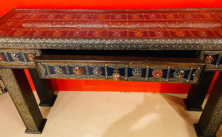 Moroccan Hollywood Regency Style Console & Mirror in Filligree Brass & Stones In Good Condition For Sale In Plainview, NY