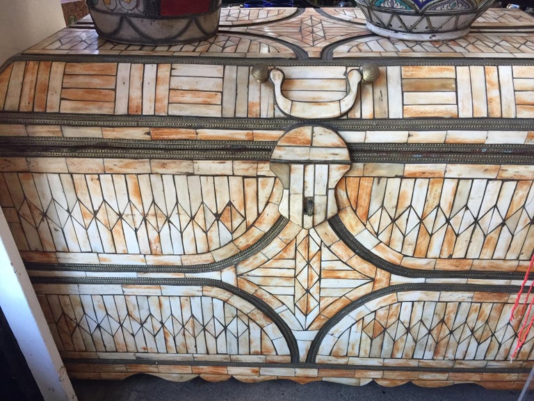 Moroccan Moorish Wedding Large Trunk Coffer Inlaid with Bone and Brass For Sale 7