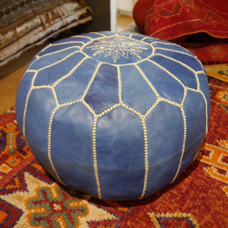 Moroccan Pouf Ottoman Handmade Jeans or Navy Blue Leather In New Condition For Sale In Lohr, Bavaria, DE