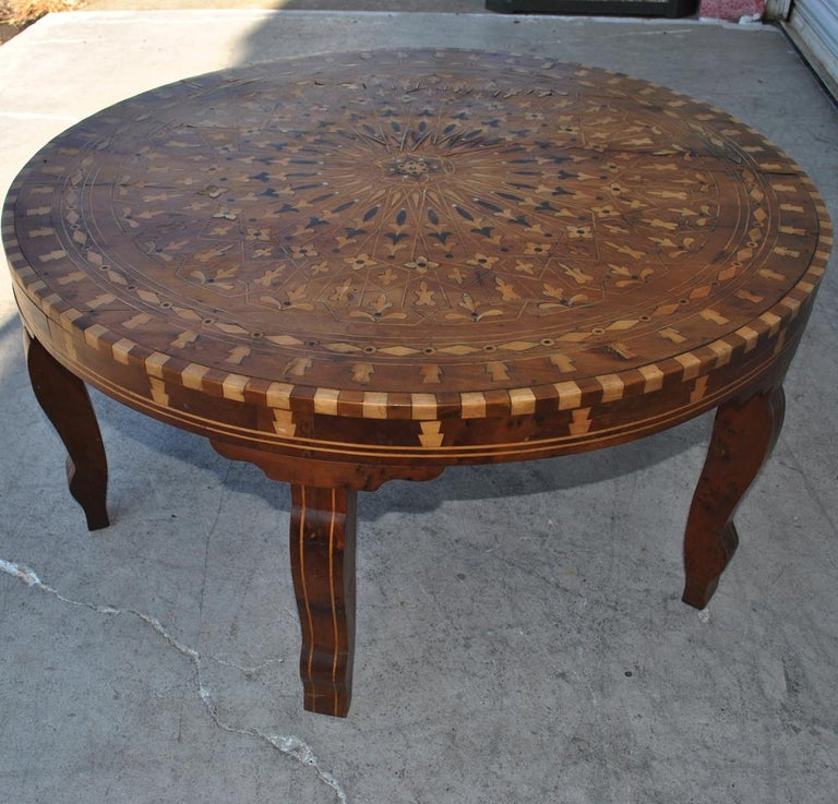 Moroccan Round Coffee Table Inlaid Marquetry In Good Condition For Sale In Pasadena, TX