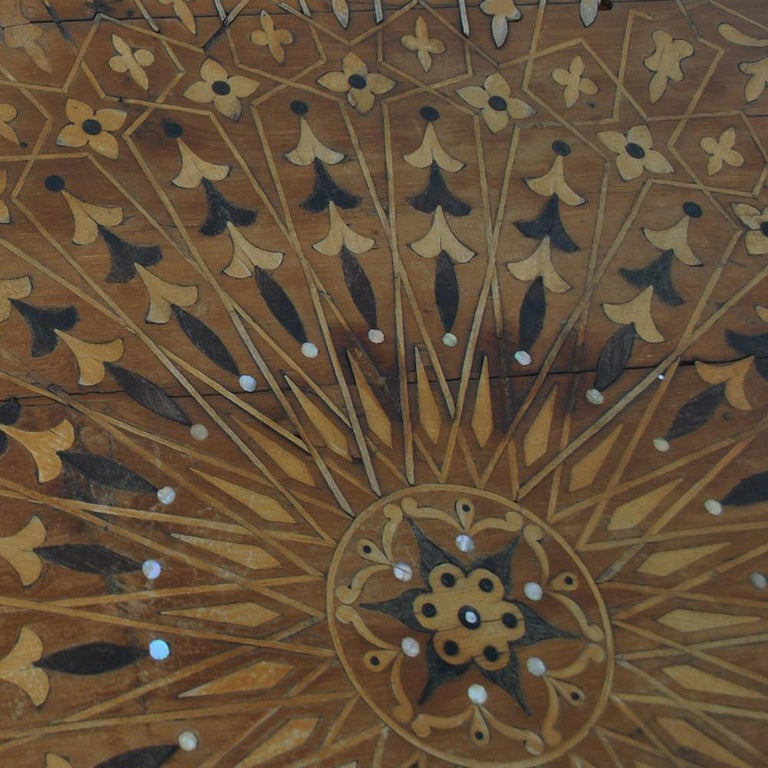 20th Century Moroccan Round Coffee Table Inlaid Marquetry For Sale