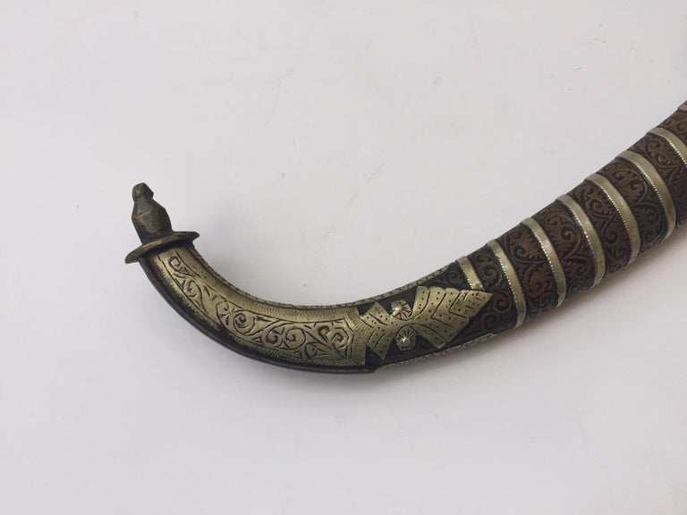 Moroccan Tribal Silvered Khoumya Dagger In Good Condition For Sale In North Hollywood, CA