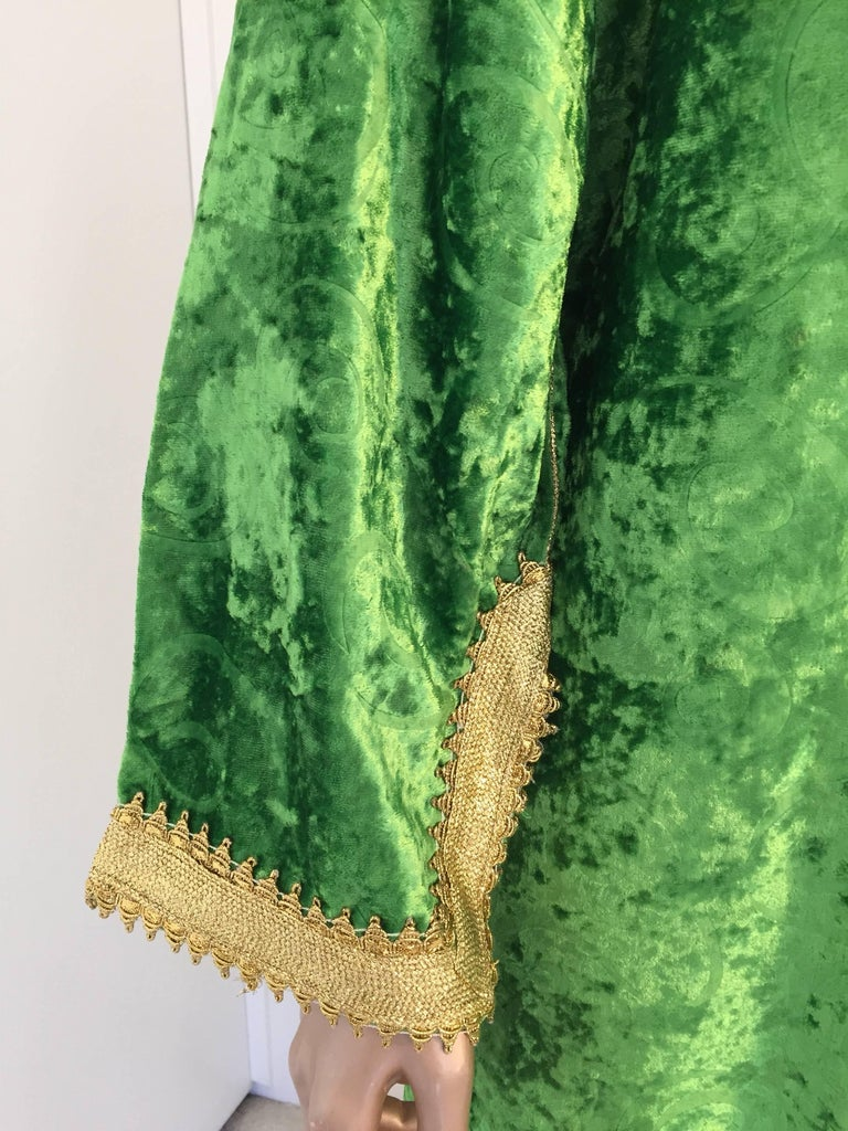 20th Century Moroccan Vintage Kaftan Jade Green Velvet and Gold Embroidered Caftan Circa 1970 For Sale
