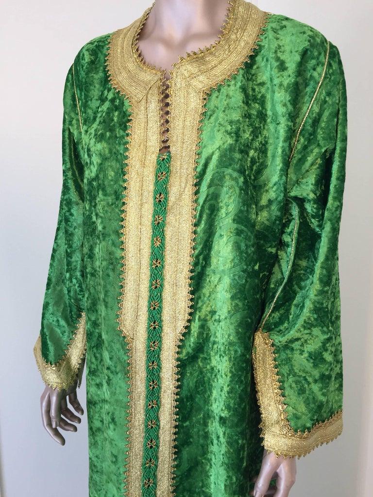 Moroccan Vintage Kaftan Jade Green Velvet and Gold Embroidered Caftan Circa 1970 For Sale 1