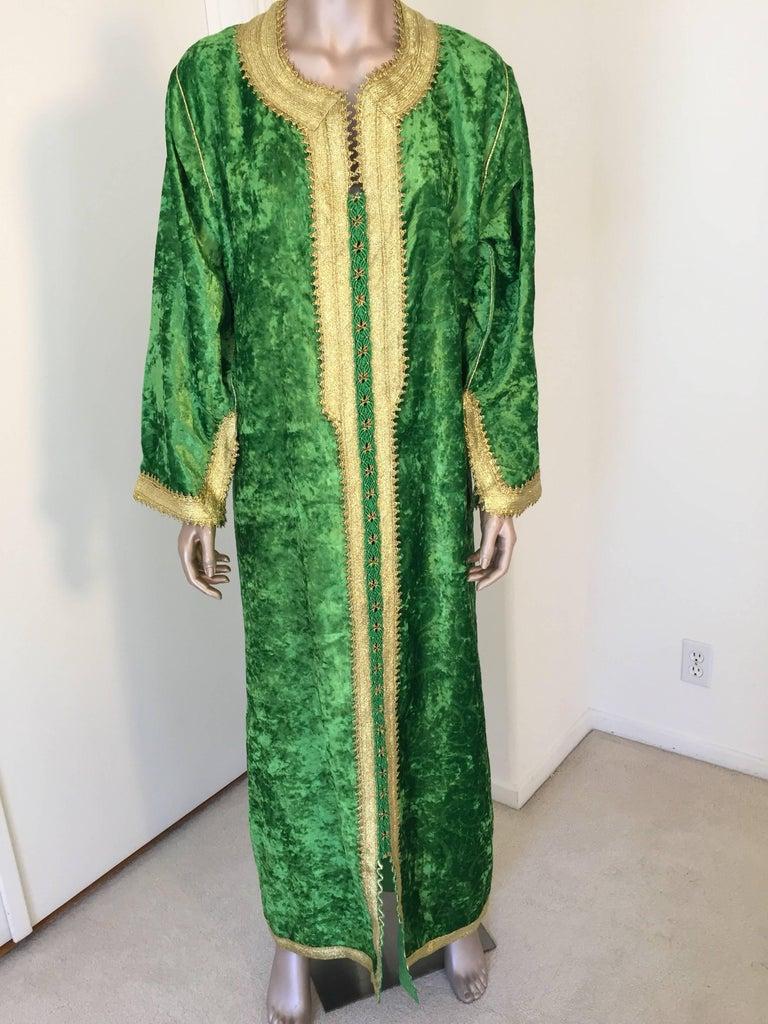 Moroccan Vintage Kaftan Jade Green Velvet and Gold Embroidered Caftan Circa 1970 For Sale 2