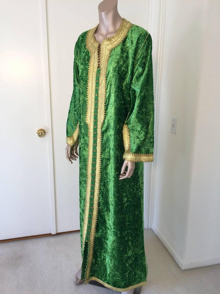 Moroccan Vintage Kaftan Jade Green Velvet and Gold Embroidered Caftan Circa 1970 For Sale 3